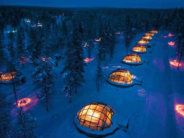 Na Lapônia, o turista pode observar as estrelas de dentro de seu próprio iglu Foto:  / Divulgação