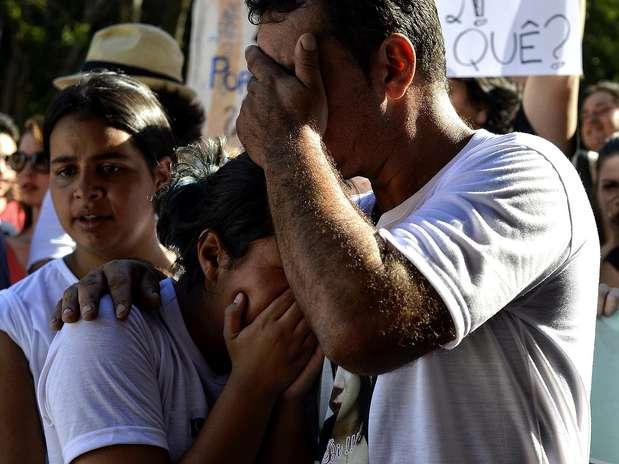 Durante protesto, amigos e familiares de vítimas se emocionaram Foto: Fernando Borges / Terra