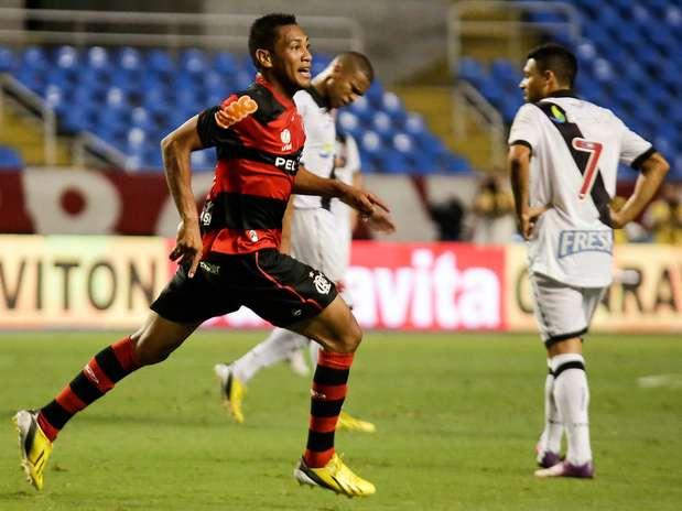 Hernane marcou o primeiro e abriu caminho para a vitória do Fla Foto: Rudy Trindade/Vipcomm / Divulgação