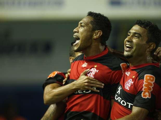 Atacante marcou duas vezes no primeiro tempo e encaminhou a vitória nos primeiros minutos Foto: Paulo Sèrgio / Agência Lance