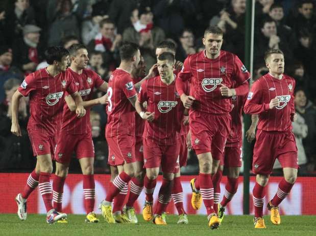 Jogadores do Southampton celebram grande resultado na luta contra o rebaixamento Foto: AP