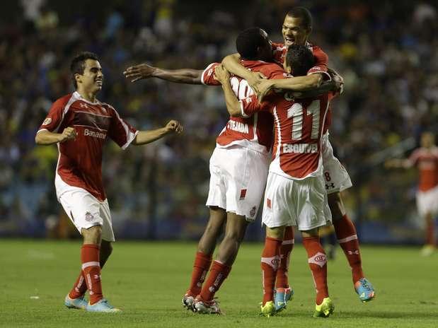 Argentinos saíram na frente, mas mexicanos viraram no segundo tempo e venceram fora de casa Foto: AP