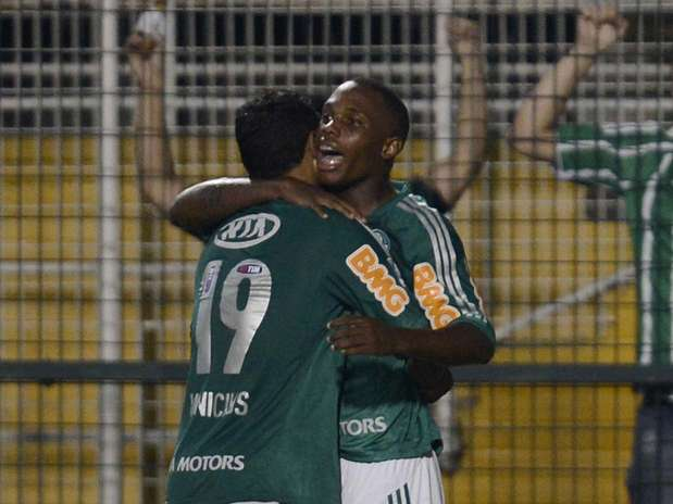 Patrick Vieira recebeu passe de Caio, chutou fortee fez o gol construído por jogadores formados no Palmeiras Foto: Ricardo Matsukawa / Terra