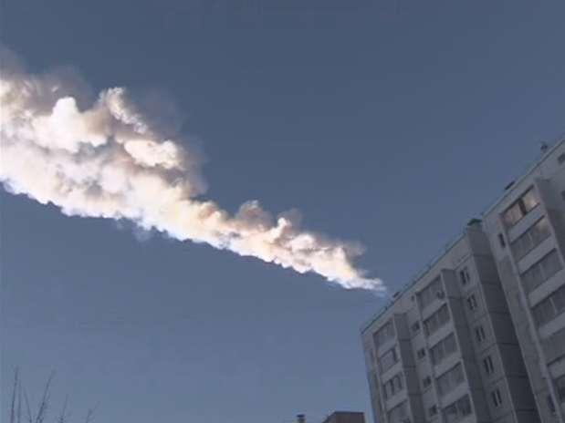 Mais de 500 pessoas ficaram feridas com a queda do meteorito, que rompeu a atmosfera terrestre provocando uma forte pressão Foto: STRINGER / REUTERS