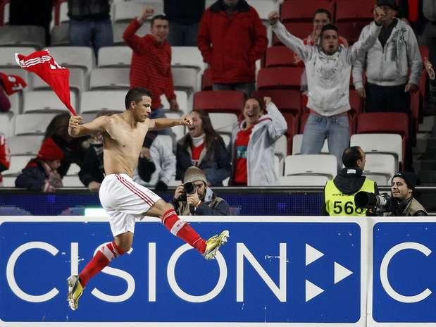 Rodrigo Lima define gol salvador pelo Benfica Foto: Reuters
