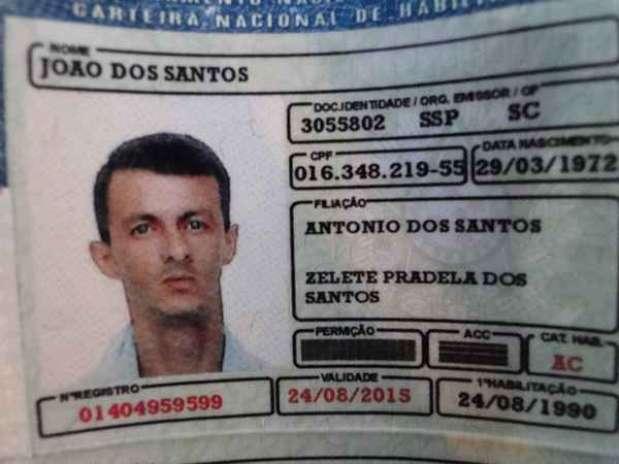 Na carteira de habilitação falsificada, estava escrito 'permição'ao invés de 'permissão' Foto: PRF SC / Divulgação