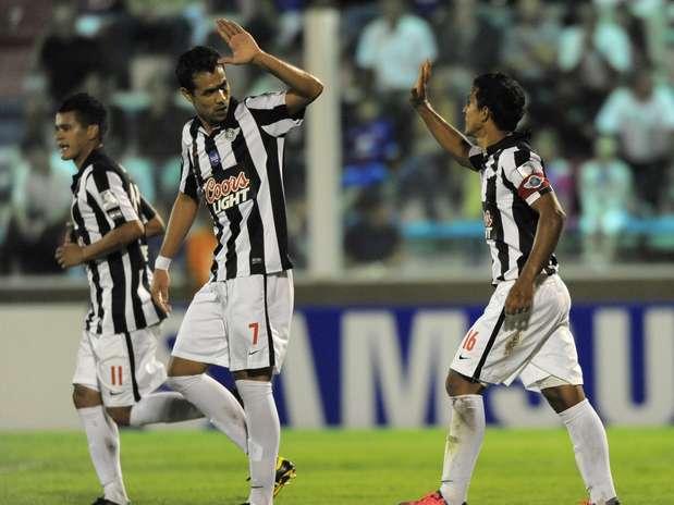 Libertad venceu Tigre por 2 a 0 e assumiu a liderança do Grupo B, o mesmo do Palmeiras Foto: EFE