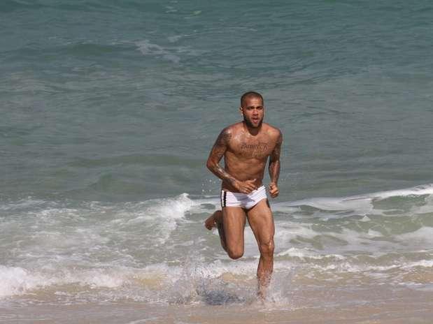 De Sunga  50 Famosos Mostram Boa Forma Na Praia   Terra Brasil