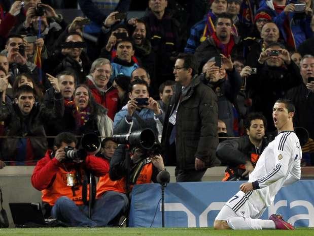 Para a irritação da torcida do Barcelona, Cristiano Ronaldo foi o nome do jogo no Camp Nou Foto: Reuters