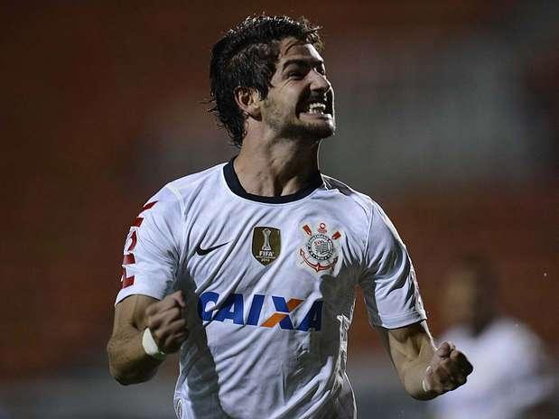 Alexandre Pato comemora depois de ampliar para o Corinthians no Pacaembu Foto: Ricardo Matsukawa / Terra