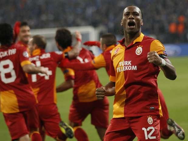 Drogba comemora gol do Galatasaray em emocionante partida contra o Schalke 04 pelas oitavas de final da Liga dos Campeões Foto: Reuters