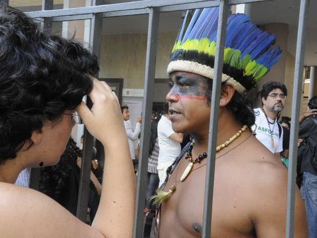 Índios foram retirados do terreno do antigo Museu do Índio, na zona norte Foto: Tânia Rêgo / Agência Brasil