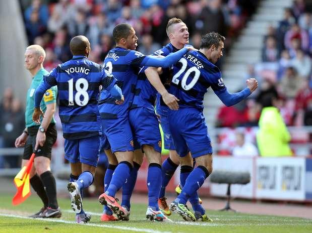 Van Persie fez a jogada do primeiro gol do Manchester United Foto: AP