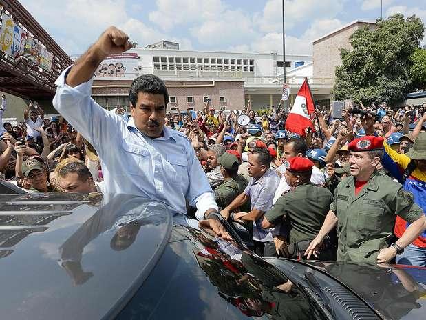 """14 de abril - """"Estou lutando junto com o povo pela democracia"""", disse Maduro, que estava acompanhado de familiares. Foto: AFP"""