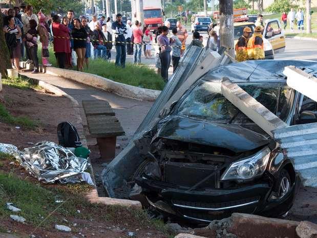O veículo invadiu um ponto de ônibus e matou uma pessoa Foto: Peter Leone / Futura Press