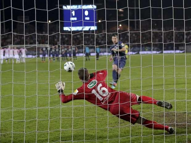 Ibrahimovic desperdiça pênalti na eliminação do PSG Foto: Reuters