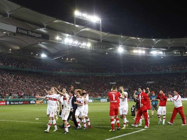 Jogadores do Stuttgart festejam classificação à final da Copa da Itália Foto: Reuters