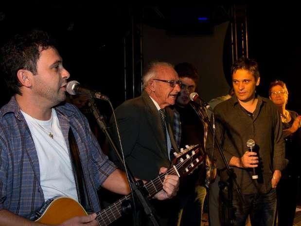Leonel, ao centro, entre os filhos Laudenir e Laudecir em uma de suas últimas apresentações Foto: Facebook / Reprodução