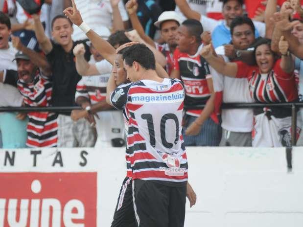 Com gol de Dênis Marques, Santa Cruz agora joga pelo empate para ser campeão Foto: Aldo Carneiro / Lancepress!