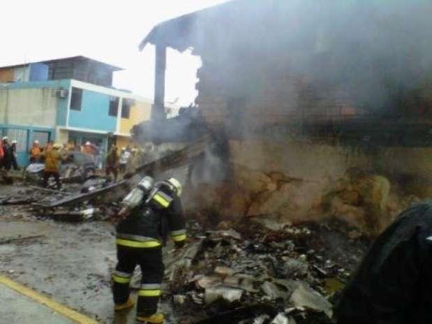 Imagem do Ministério do Interior do país mostra equipes de resgate no local do acidente, em Valencia Foto: EFE
