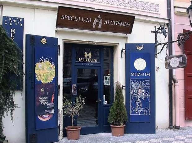"""No museu Speculum Alchimiae (""""Espelho da Alquimia"""") é exibida ao público a receita original do elixir da juventude eterna, com suas 77 ervas Foto: Gustavo Monge / EFE"""