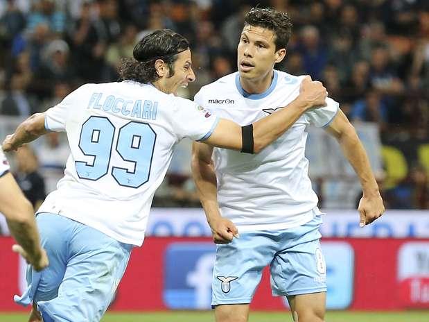Hernanes marcou seu gol de pênalti Foto: AP