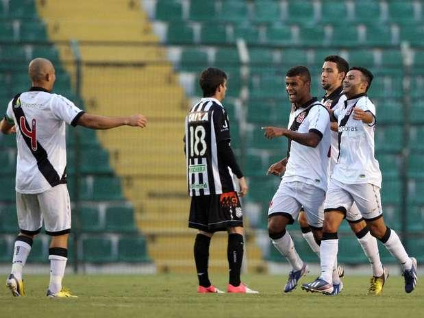 Jogando em Santa Catarina, Vasco venceu Figueirense por 2 a 1 Foto: Cristiano Andujar/Agif / Gazeta Press