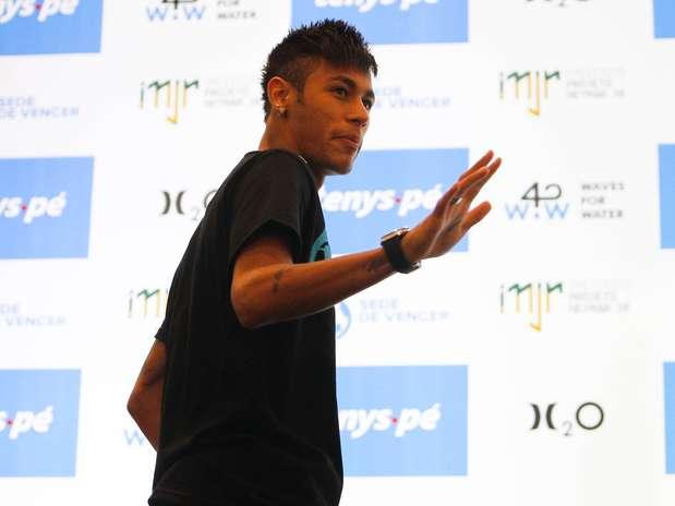 Neymar ainda não deu adeus ao Santos, mas foi citado até por Pelé durante esta semana Foto: Fernando Dantas / Gazeta Press