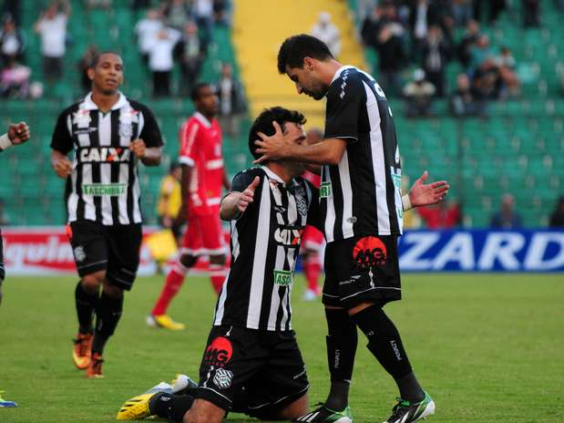Pablo comemora gol em vitória do Figueirense na Série B Foto: Petra Mafalda/Mafalda Press / Futura Press