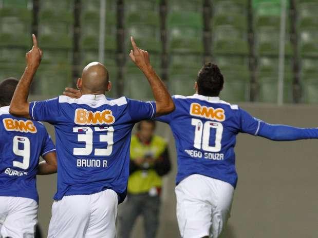 Diego Souza comemora primeiro gol da vitória contra o Goiás Foto: Washington Alves / Vipcomm