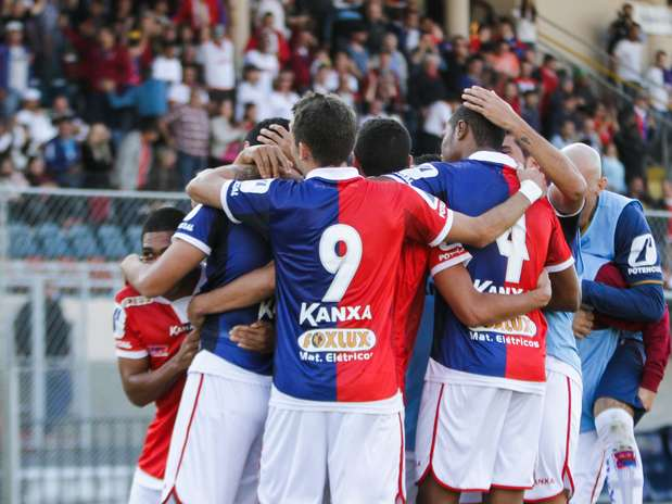 Em jogo na Vila Capanema, Paraná Clube derrotou o Figueirense por 1 a 0 Foto: Joka Madruga / Futura Press