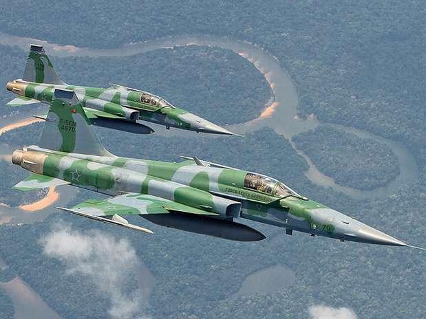 A FAB levará para Belo Horizonte de oito a dez aeronaves, entre caças F-5M e A-29 Super Tucano, helicópteros H-60 Blackhawk, avião-radar E-99 e aviões de reabastecimento em voo KC-130 Foto: Aeronáutica / Divulgação