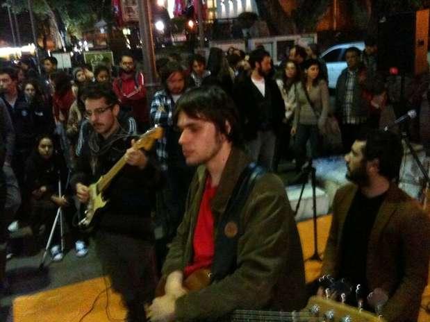Manifestação contou com apresentação de banda em Porto Alegre Foto: Daniel Fávero / Terra