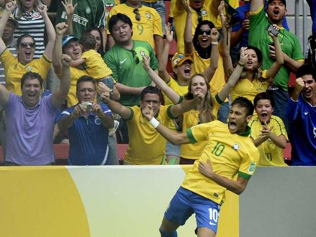 Neymar comemora gol no jogo de estreia da Copa das Confederações, contra o Japão Foto: Ricardo Matsukawa / Terra