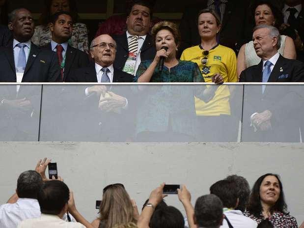Joseph Blatter e Dilma Rousseff foram bastante vaiados pelos torcedores no Mané Garrincha Foto: Ricardo Matsukawa / Terra