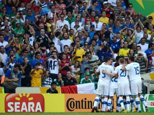Gols de Pirlo e Balotelli garantiram a vitória italiana sobre o México Foto: Daniel Ramalho / Terra