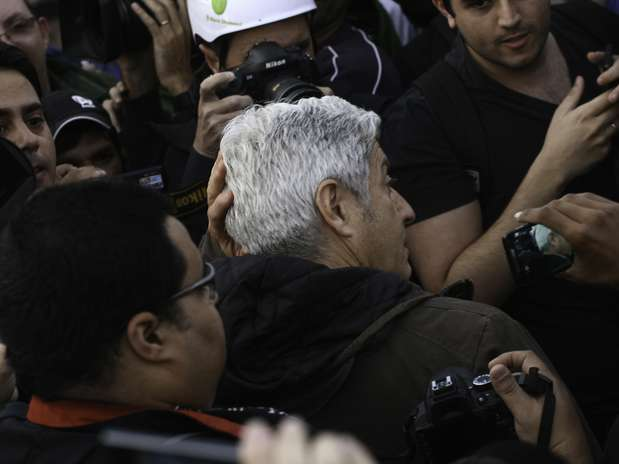 O jornalista Caco Barcellos e sua equipe, da Rede Globo, foram expulsos do protesto em São Paulo Foto: Mauricio Camargo / Brazil Photo Press