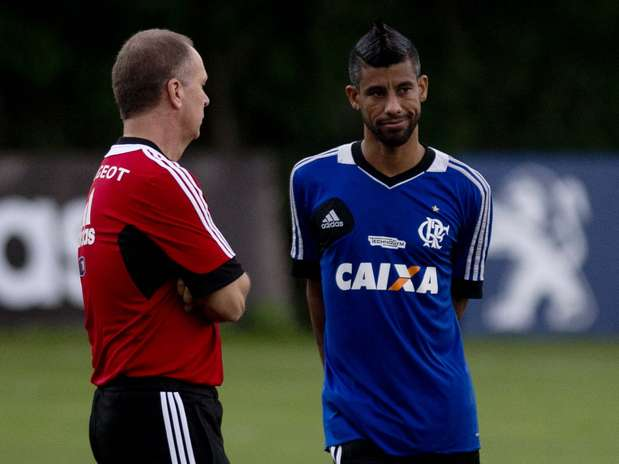 Treinador já começa a impor seu estilo de joga na equipe rubro-negra Foto: Mauro Pimentel / Terra
