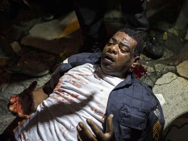 Policiais são agredidos a pedradas no RJ; veja foto dos protestos pelo País