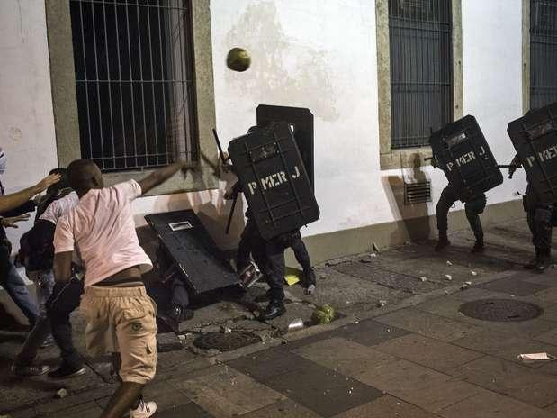 Paz em SP e batalha no Rio: veja os melhores vídeos dos protestos
