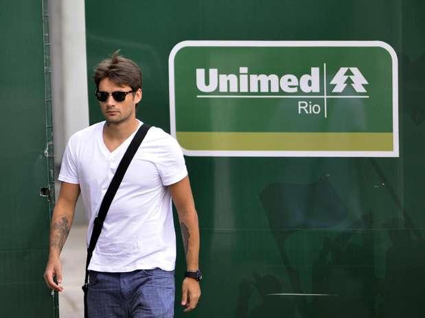 O atacante Rafael Sóbis chega ao treino do clube tricolor, no Rio de Janeiro, nesta quinta-feira Foto: Moyses Ferman/Photocamera / Divulgação