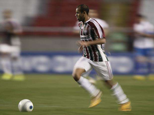Lateral-esquerdo do time tricolor carioca em ação em campo; para ele, é positivo jogar em PE Foto: Getty Images