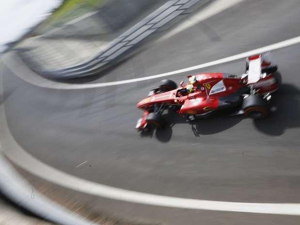Massa ganhou uma posição por conta de punição a Di Resta Foto: Reuters