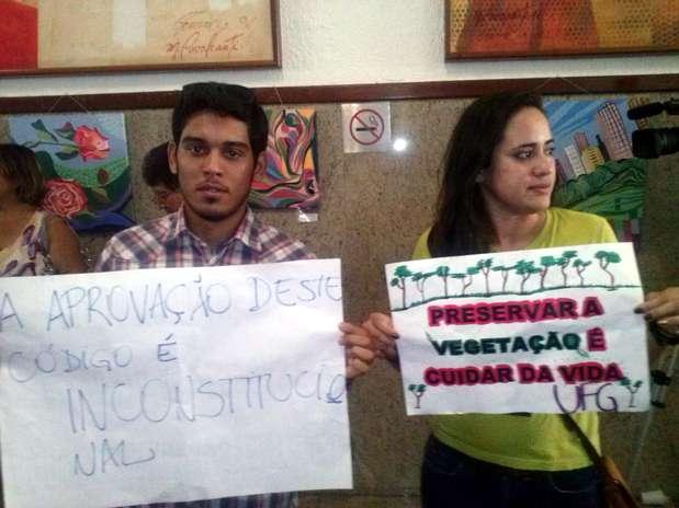 Estudantes entraram no prédio da Assembleia para protestar contra o Código Florestal Foto: Mirelle Irene / Especial para Terra