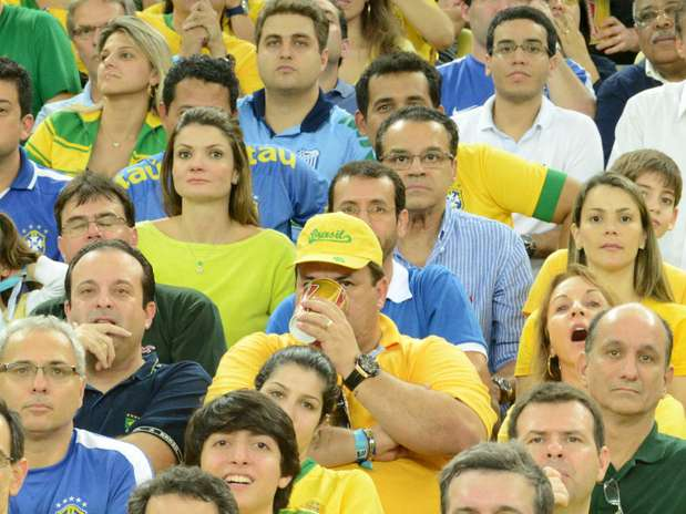 O presidente da Câmara dos Deputados, Henrique Eduardo Alves, usou um avião da FAB para levar a noiva ao jogo da Seleção Brasileira no Maracanã, no último domingo Foto: Getty Images/FIFA