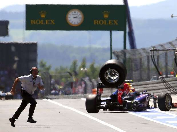 Pneu havia sido mal colocado no pit stop Foto: AP