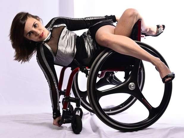 Bem-humorada ela brincou que precisava de pernas que funcionassem durante ensaio fotográfico para o Terra Foto: Fernando Borges / Terra