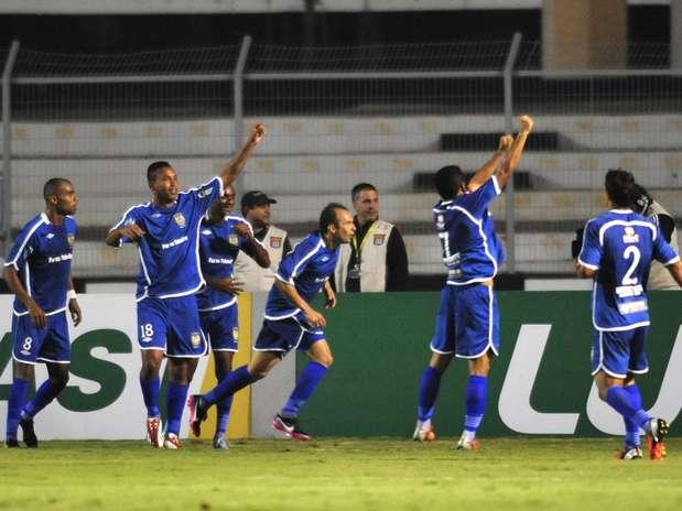 Nacional aguentou pressão da Ponte de marcar seu belo gol Foto: Helio Suenaga / Gazeta Press