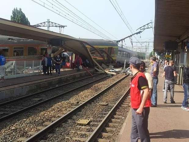 Foto postada no Twitter mostra o acidente em Brétigny-sur-Orge; número ainda incerto de vítimas Foto: Twitter / Reprodução