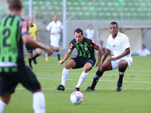 Mesmo jogando em casa e com um a mais, o América-MG cedeu empate ao Bragantino: 2 a 2 Foto: Cristiane Mattos / Futura Press